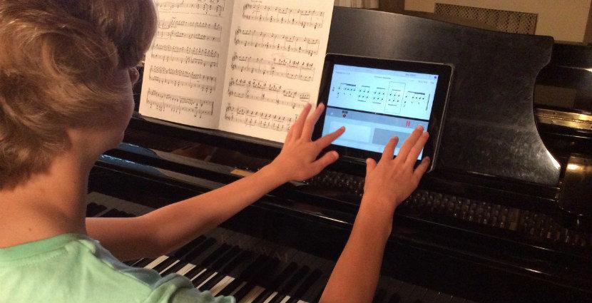 Piano_student_using_Rhythm_Lab