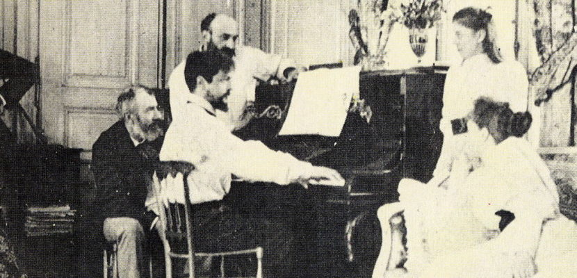 Debussy_playing_piano